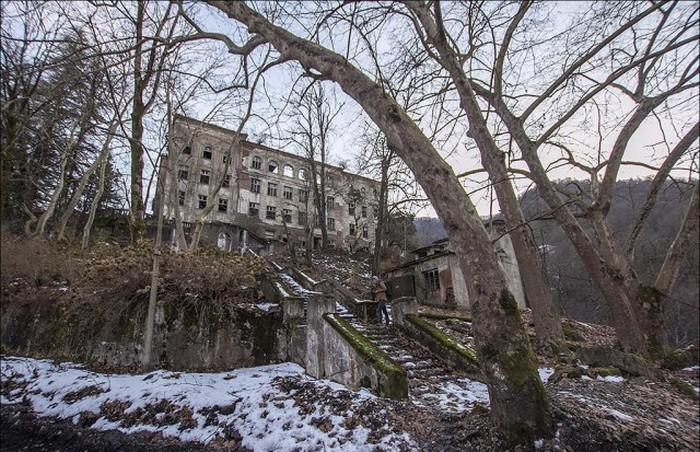 The Ghost City of Akarmara
