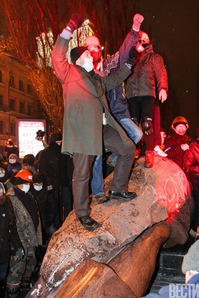 Away With Lenin!