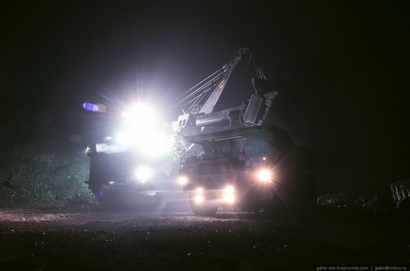 World Largest Dumptruck At the Huge Coal Mine