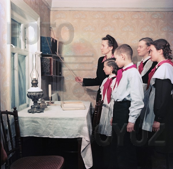 The End of the Stalins Epoch: Coloured Pictures