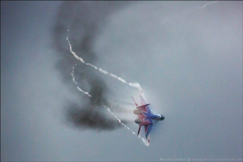 Aircrafts Performing On a Dull Day