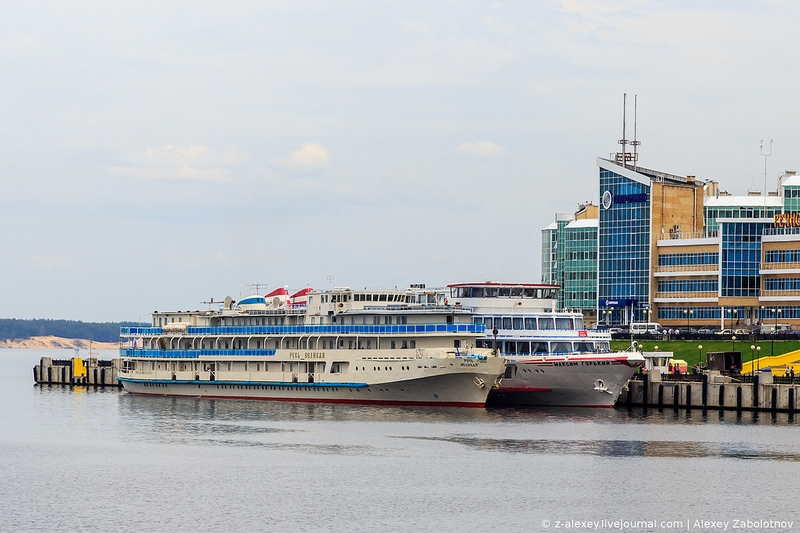 Rus Grand Motor Ship In And Out