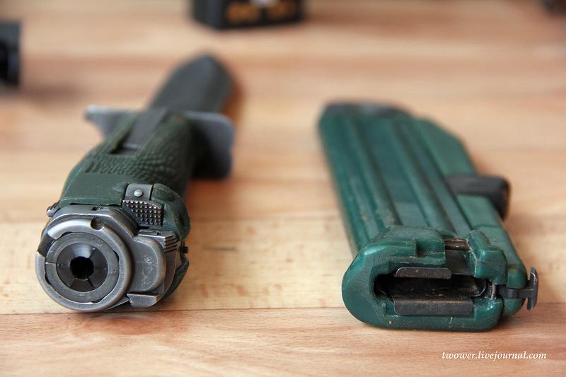 Handguns Exhibition 19