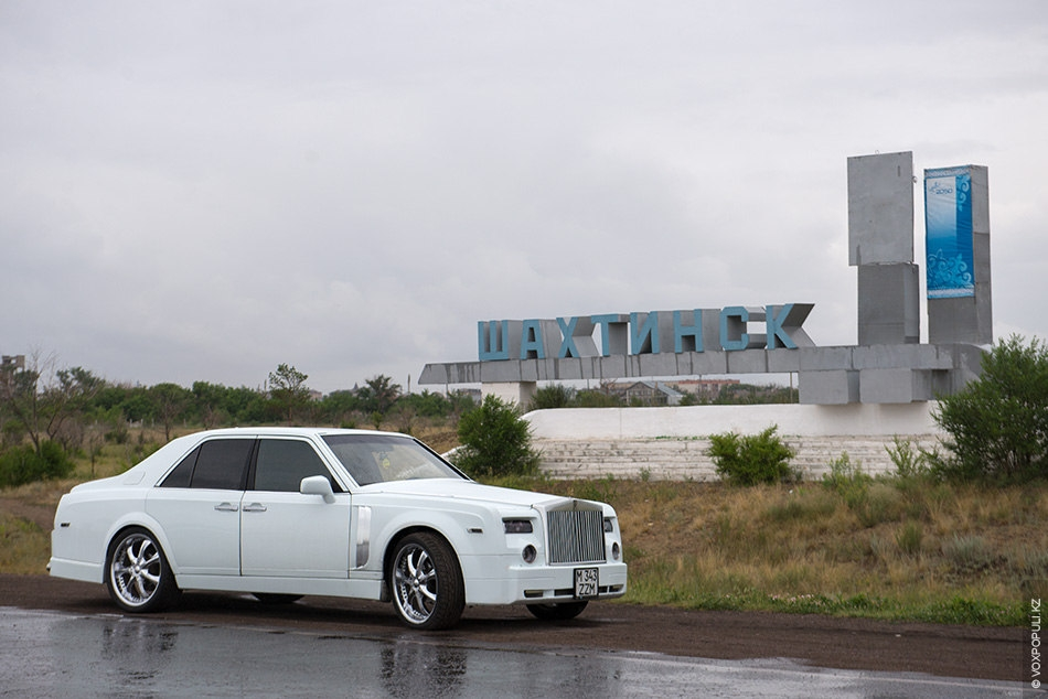 guy has turned his old mercedes into luxury rolls royce phantom 16 photos english russia. Black Bedroom Furniture Sets. Home Design Ideas