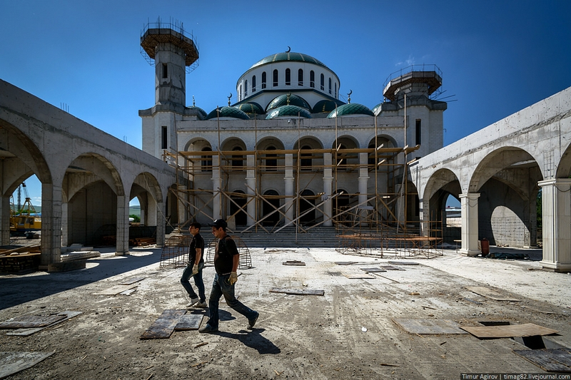 Building the Muslim Mosque