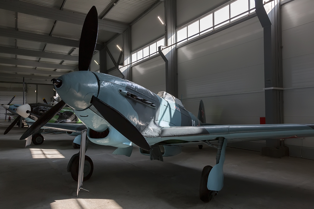Yak-7, Yak-9 (English Edition) - Aircraft Monograph No.14 - AJ Press - Superb!