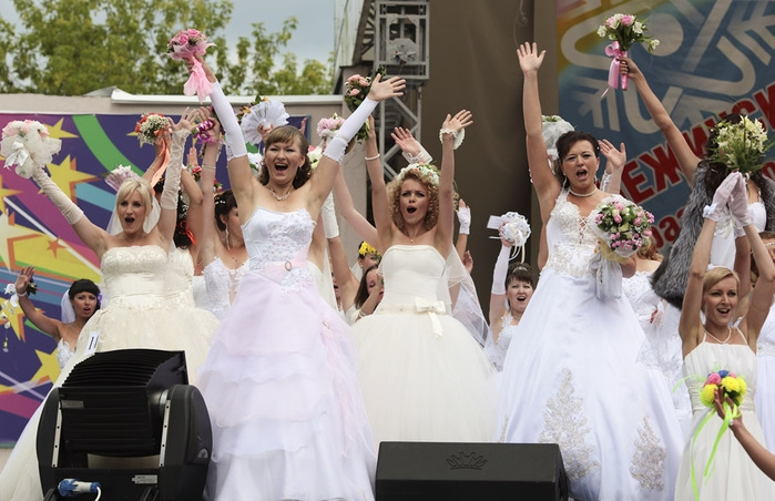 So Many Brides In One Day!