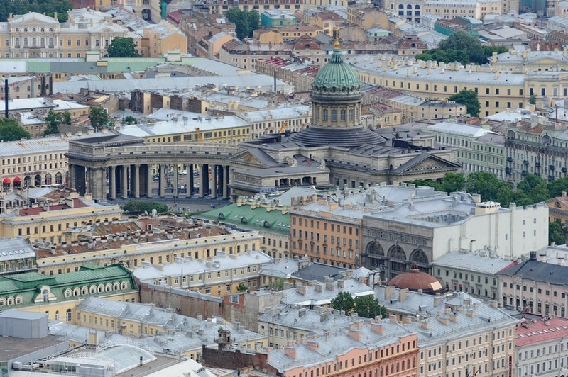 Saint Petersburg: As If On the Palm