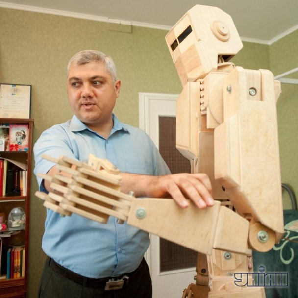 Unique Wooden Robot From Ukraine