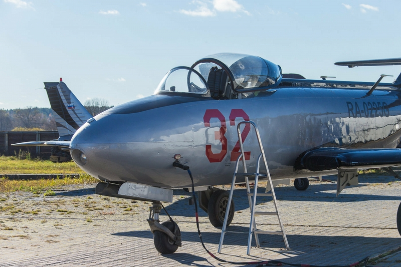 Soviet YAK 32 Created For Inverted Flights