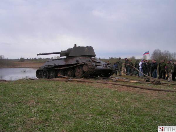 russian tank recovered from the lake 1