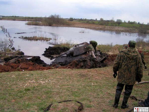 russian tank recovered from the lake 10