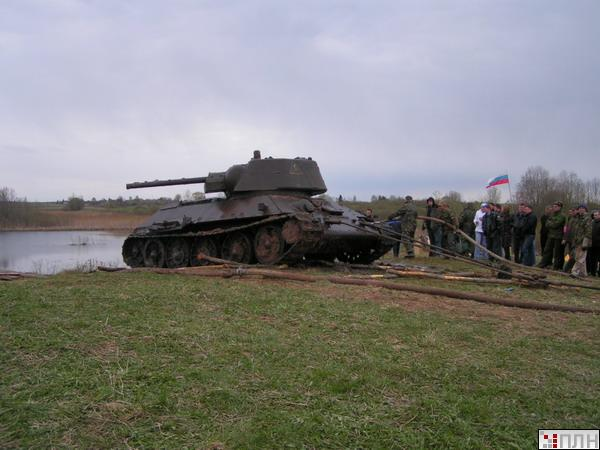 russian tank recovered from the lake 11
