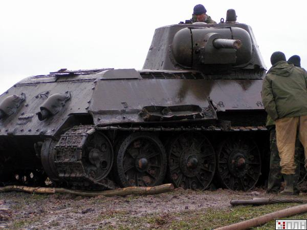 russian tank recovered from the lake 12
