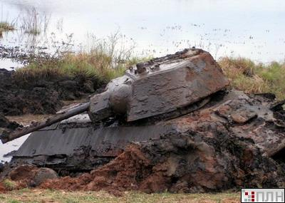 russian tank recovered from the lake 3