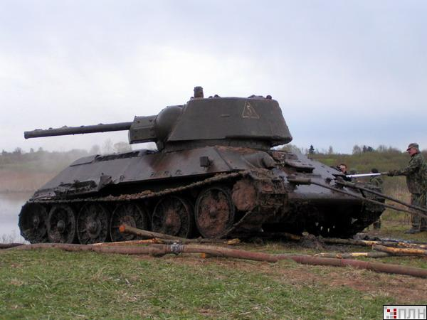 russian tank recovered from the lake 5