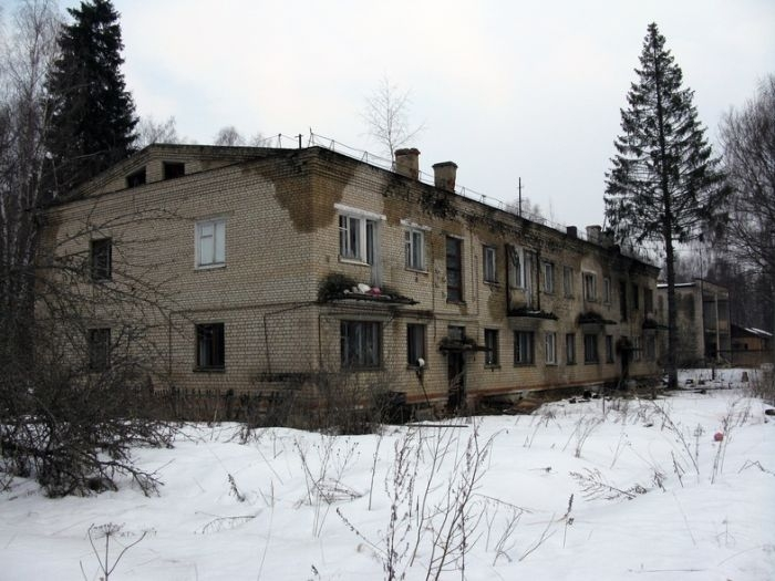 Military Town With a Banal Story