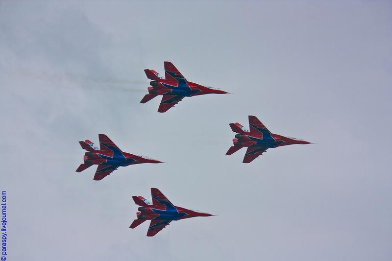 http://media.englishrussia.com/112012/aerobaticteams2/aerobaticteams002-31.jpg