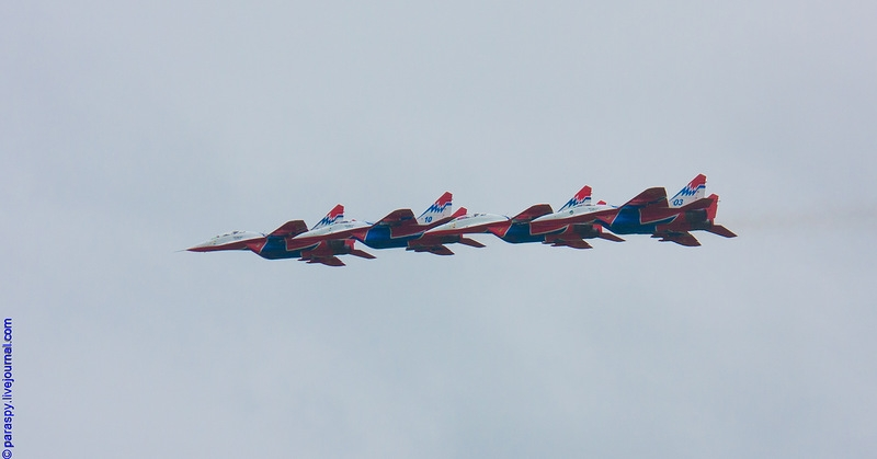 http://media.englishrussia.com/112012/aerobaticteams2/aerobaticteams002-34.jpg