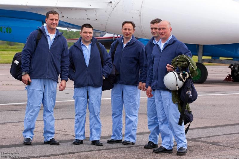 http://media.englishrussia.com/112012/aerobaticteams4/aerobaticteams003-18.jpg