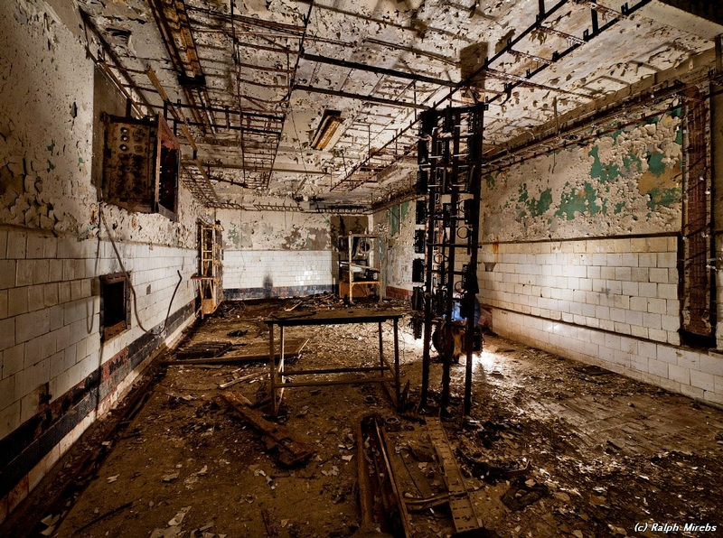 commcenter001 30 Abandoned Communication Center