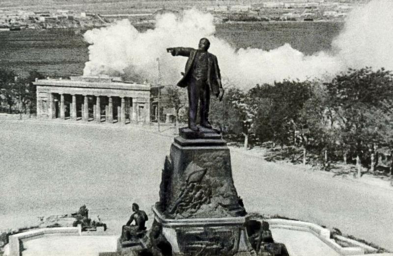 Heroic Sevastopol By Vladislav Mikosha