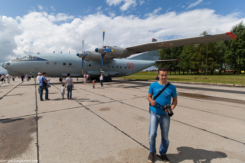 One Day In the Company of Aircrafts