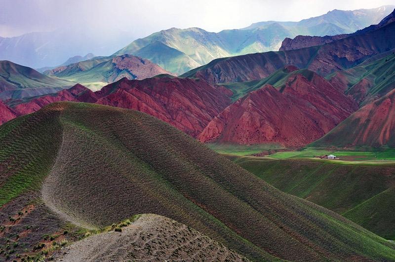 http://englishrussia.com/images/112012/kirghizla/kirghizlandscapes001-10.jpg