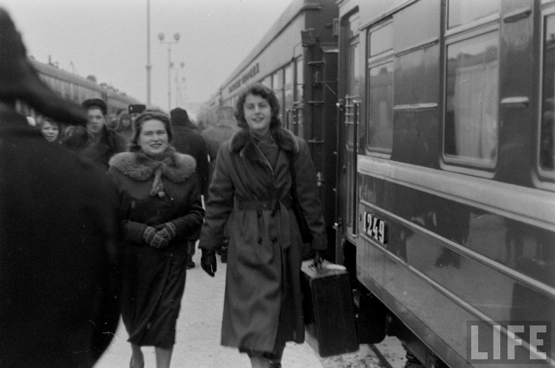American Tourists In Leningrad In 1955-1956