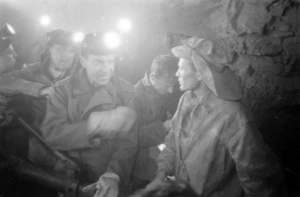 Richard Nixon Meets Russian People In Siberia
