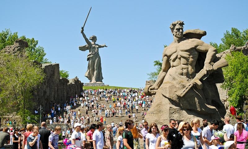 Y un día como hoy, se rendían los nazis... - Página 2 Parade2012007-13