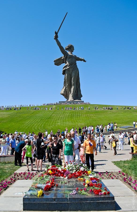 Y un día como hoy, se rendían los nazis... - Página 2 Parade2012007-22