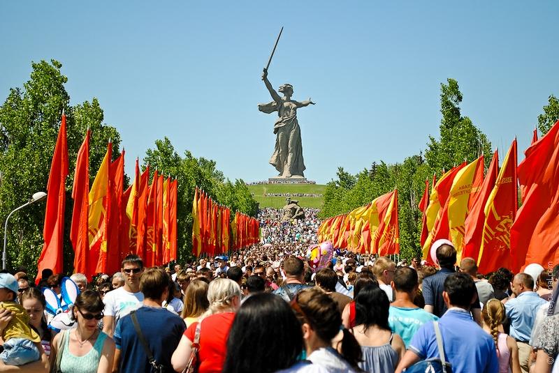 Y un día como hoy, se rendían los nazis... - Página 2 Parade2012007-3