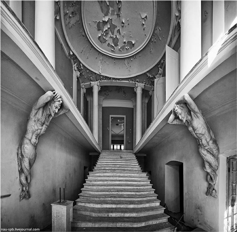 Abandoned Mansion Pokrovskoye-Streshnevo In Moscow