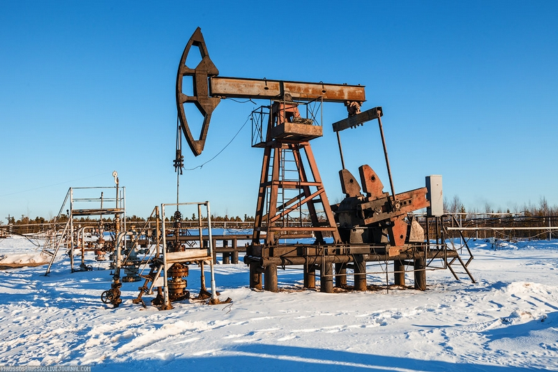 How to Pump Oil From an Oil Well?