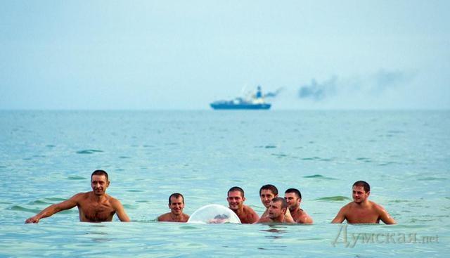 подводная лодка на пляже