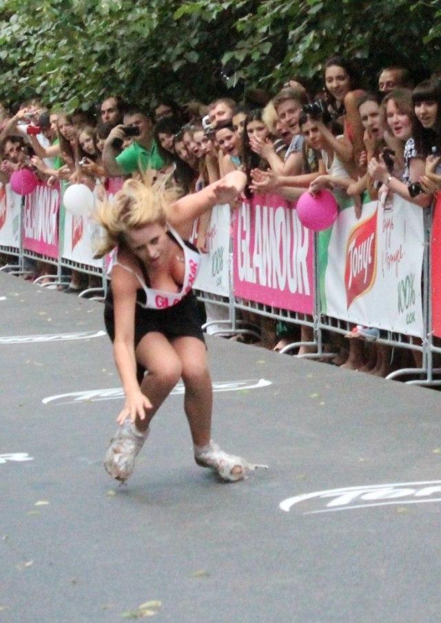 FOTO: Balap Lari Wanita Gunakan High Heels