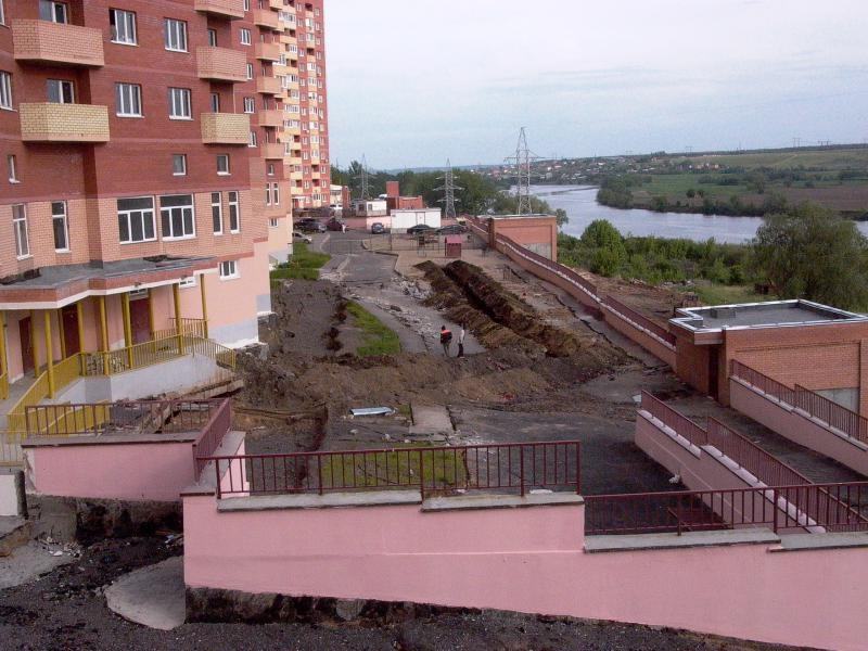 Houses Slip Into the Moskva River