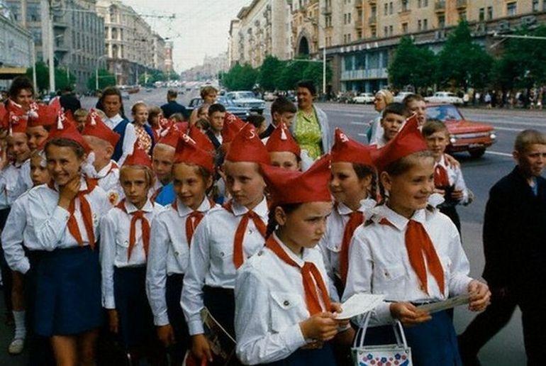 17 lifeofsoviets001 espíritu de la época soviética