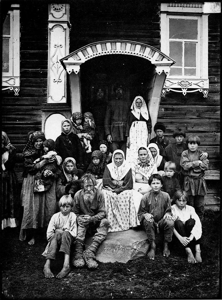 http://media.englishrussia.com/112012/tsaristdmitr/dmitrievphotos002-41.jpg