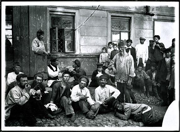 http://media.englishrussia.com/112012/tsaristdmitr/dmitrievphotos002-55.jpg