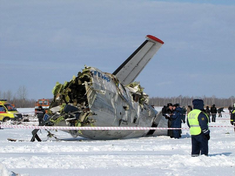 UTair Plane Crashes Outside Tyumen