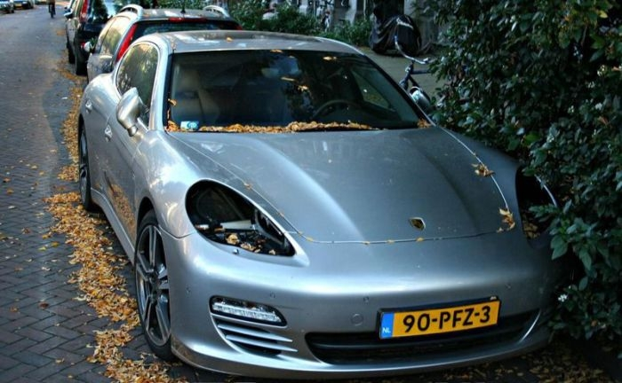 Thieves Are Stealing Porsche Headlight