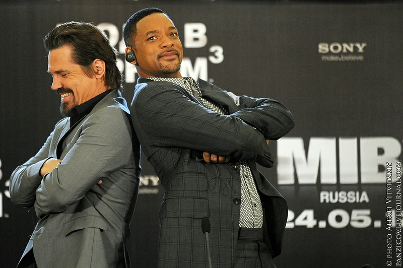 Will Smith Does Not Like to Kiss Journalists!