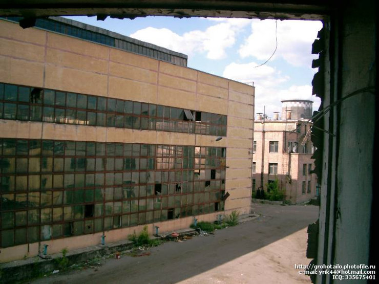 abandoned azlk automobile factory 3