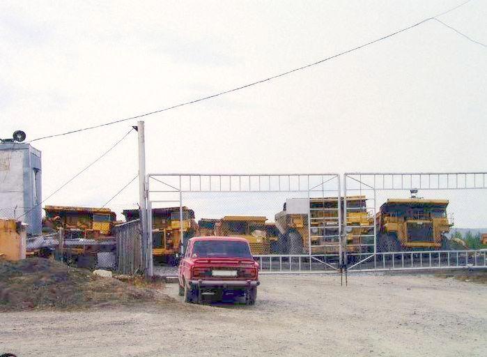 abandoned heavy trucks, komatsu, caterpilar, cat 1