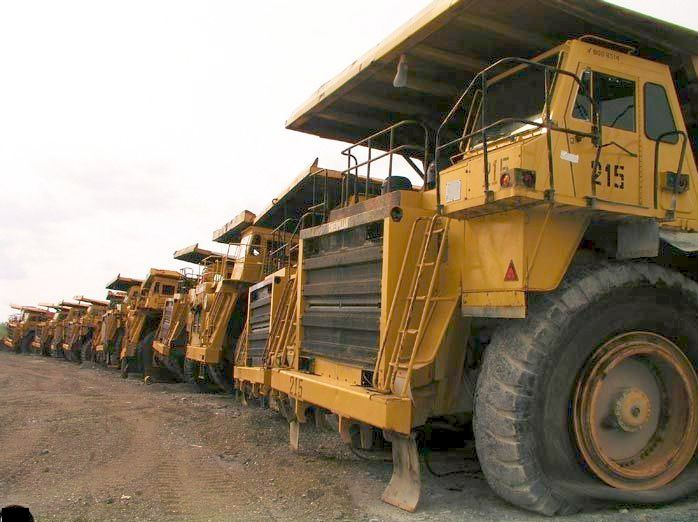 abandoned heavy trucks, komatsu, caterpilar, cat 3