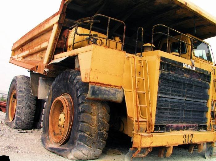 abandoned heavy trucks, komatsu, caterpilar, cat 5