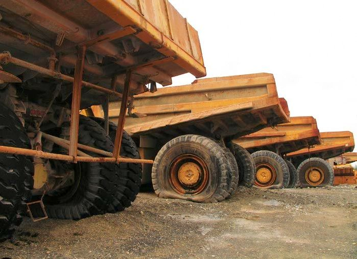 abandoned heavy trucks, komatsu, caterpilar, cat 7