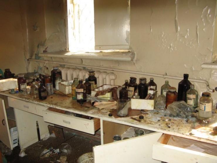 abandoned bio-chemistry lab 9